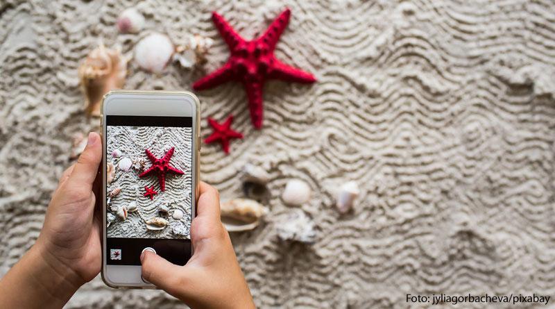 Urlaubsgrüße auf Social Media - Experten warnen