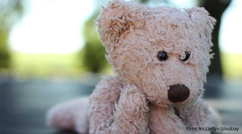Nachdenklicher Bär: Spielzeug-Check - Tipps für Spielzeug, klassisch oder smart