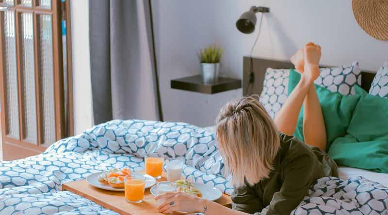 Mach es Dir gemütlich - das Bett als Wohlfühloase. Hilft auch beim Einschlafen und Durchschlafen!